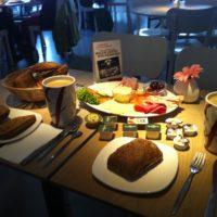 Frühstück bei Bäckerei Junge.