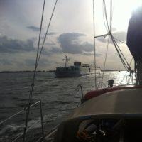 Ein Flusskreuzfahrtschiff auf dem Peenestrom