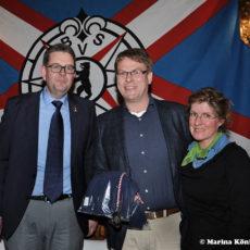 Heike Schmidt und Ulrich Sparrer freuen sich über eine Bronzemedaille