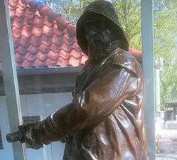 """Bronzeskulptur - Wanderpreis der Berliner Schiffergilde """"Stettiner Lotse"""""""